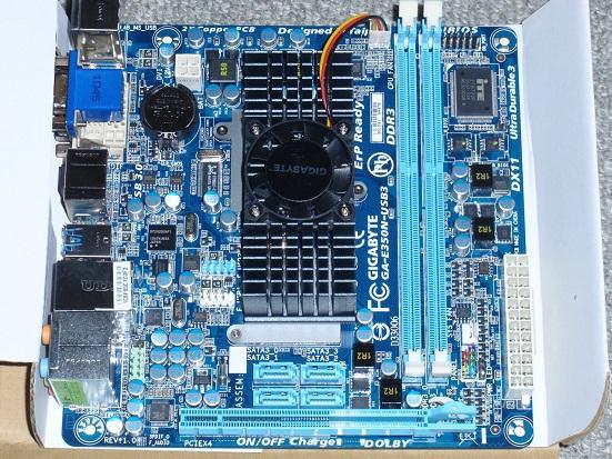 GIGABYTE E350N-USB3 本体.jpg