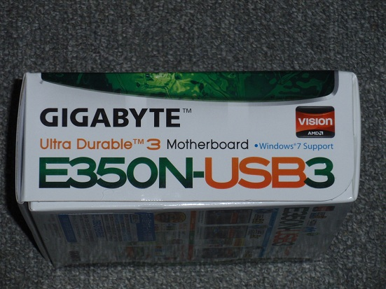 GIGABYTE E350N-USB3 箱の厚み.jpg